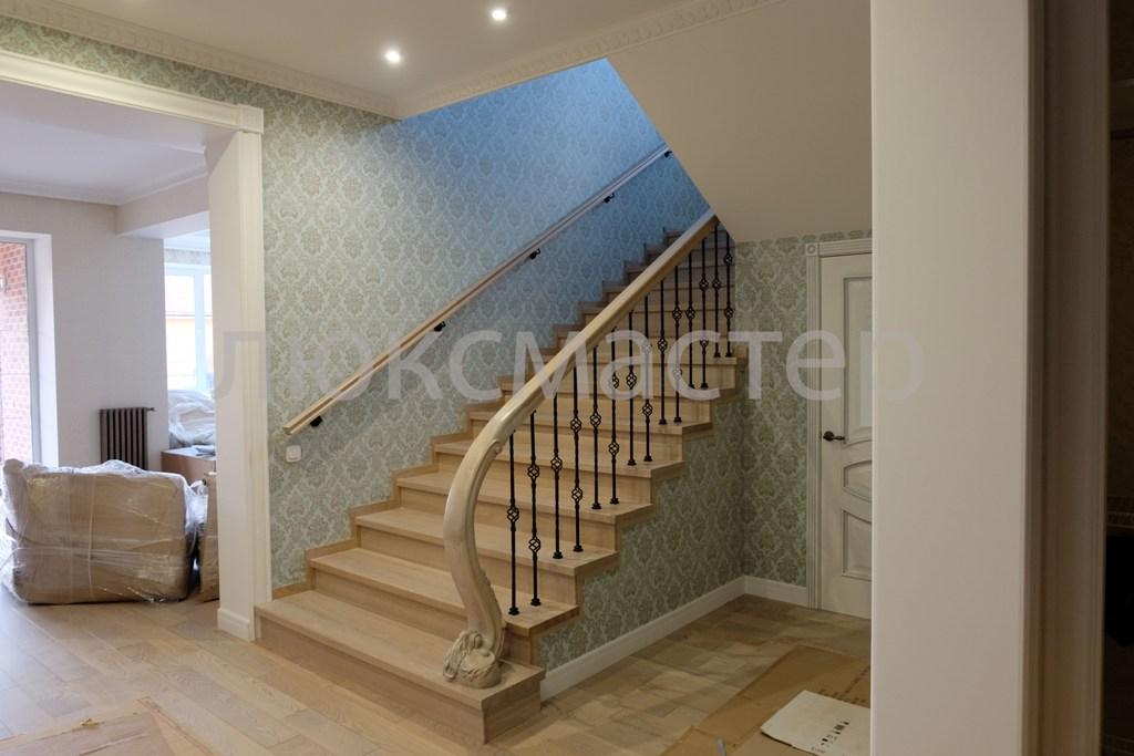 Деревянные лестницы на деревянных и стальных косоурах под